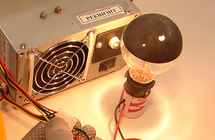 A 12-volt light bulb as a load for the PSU